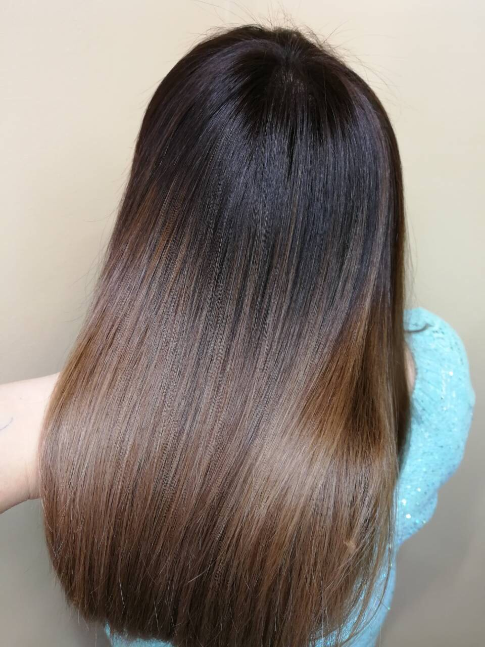 Окрашивание волос от 23 руб.
