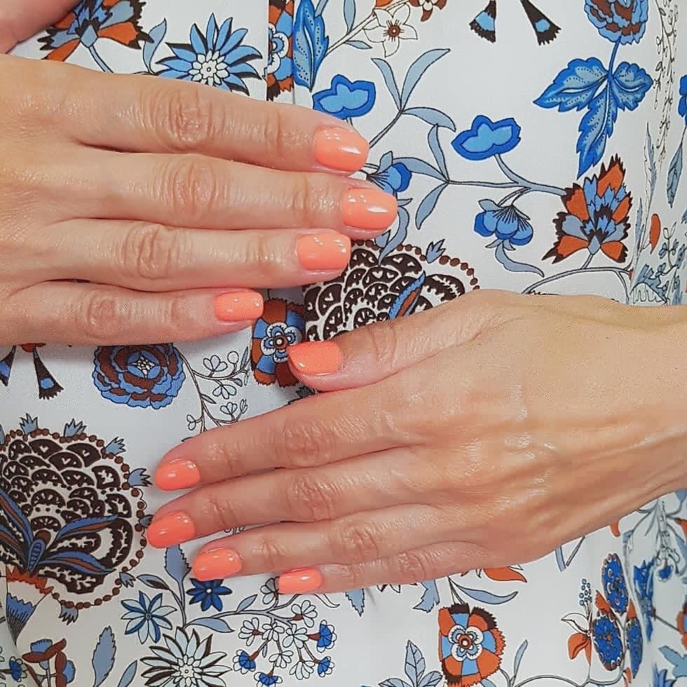 Маникюр/педикюр, гелевое наращивание ногтей всего от 10 руб.