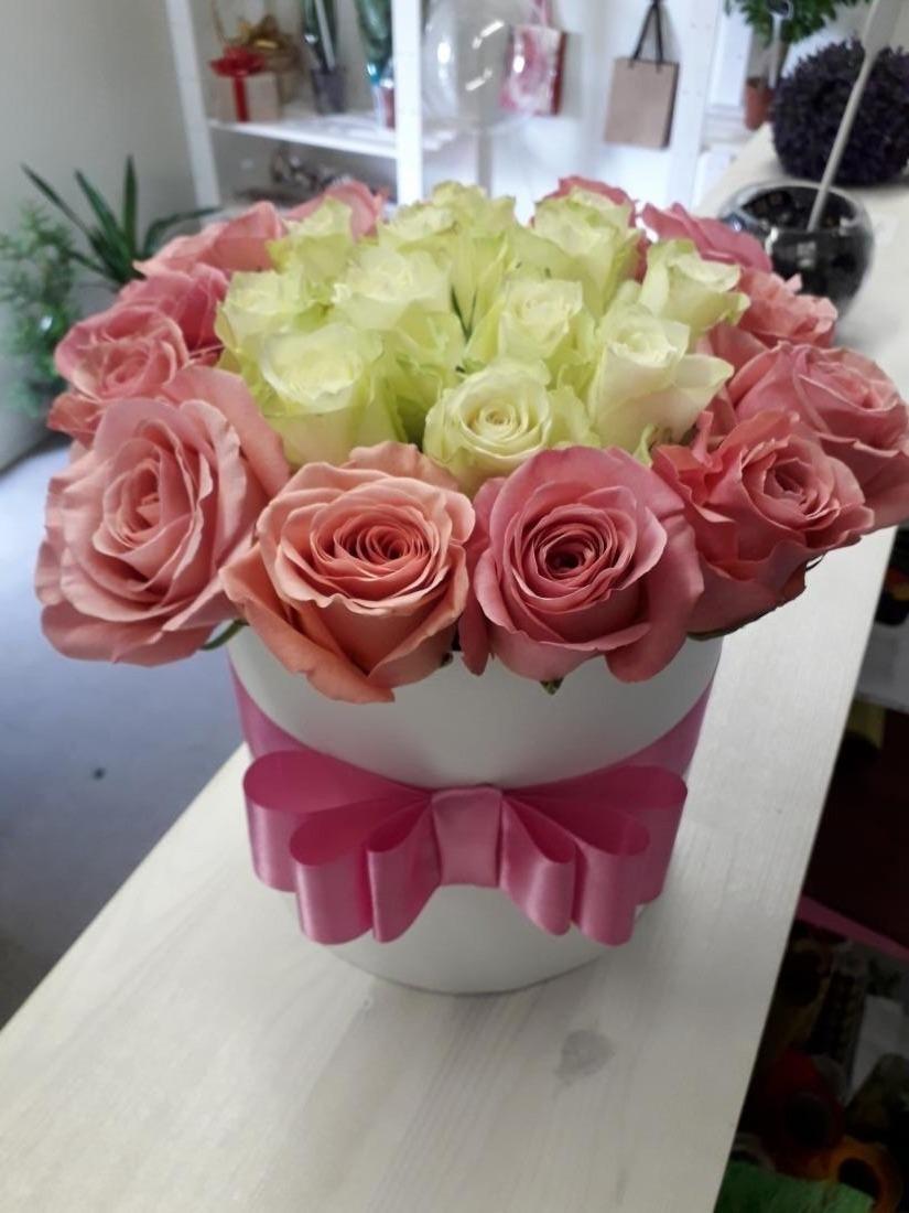 Цветы, розы, дизайнерские коробки, гелиевые и фольгированные шары от 0,90 руб/шт.