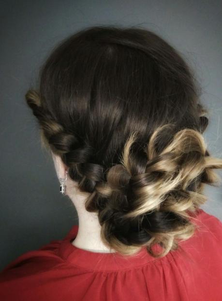 """Женская/мужская стрижка, окрашивание, макияж, прическа, уходы для волос от 17 руб. в студии красоты """"Призма"""""""