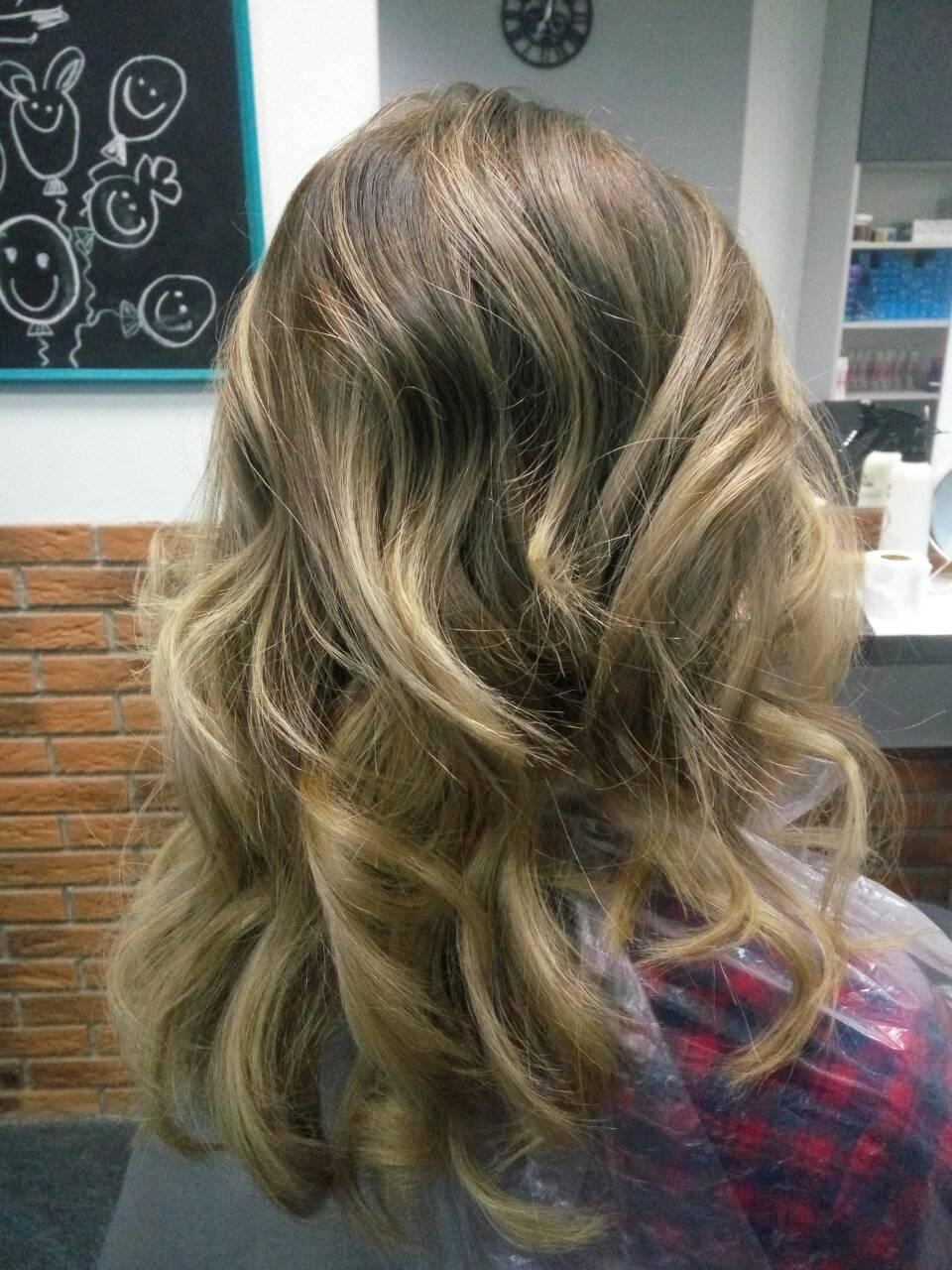 Окрашивание волос, стрижка, выпрямление, горячий ботокс, ламинирование, драгоценный уход с жидким золотом от 15 руб.