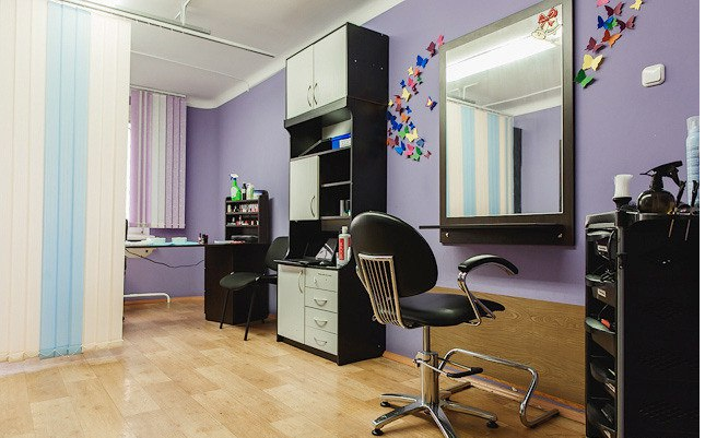 """Маникюр, педикюр, долговременное покрытие от 8 руб. в салоне-парикмахерской """"Famous Style"""""""