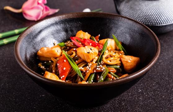 "Лапша и рис с морепродуктами, лосось на гриле, суши-сет от 8,25 руб. в заведении или навынос от ""SushiChefArts"""