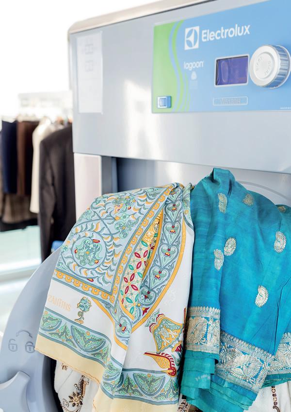 Химчистка, аквачистка пуховиков, пальто, курток, текстильных изделий со скидкой до 50%