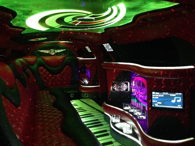 """Аренда лимузина Hummer H2 20 мест, Chrysler 300C 10 мест от 60 руб/час от автопроката """"Seven"""""""