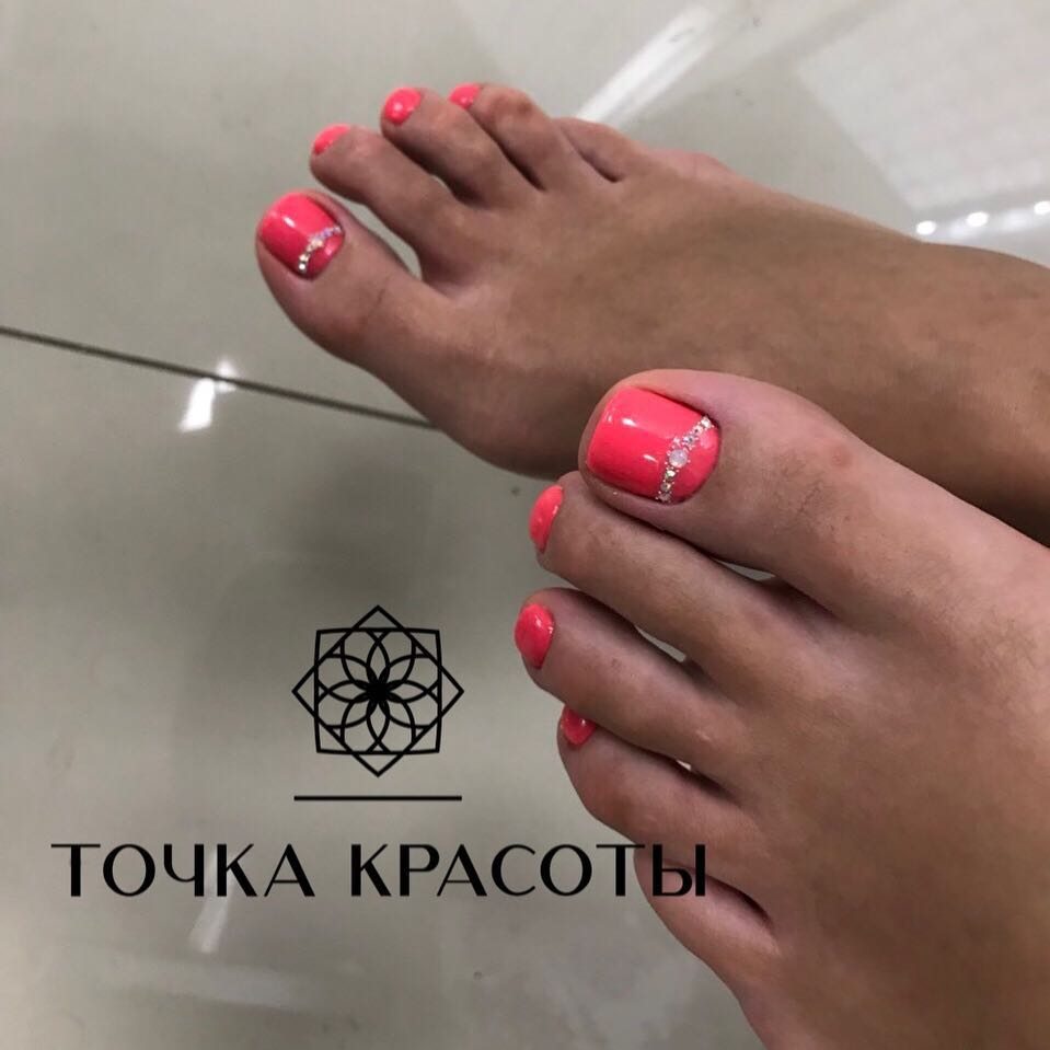 """Педикюр + долговременное покрытие, обработка пальцев ног от 15 руб. в бьюти-баре """"Точка красоты"""""""