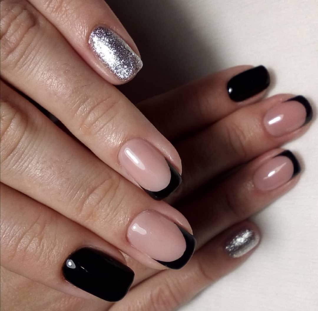 Маникюр + долговременное покрытие/наращивание ногтей гелем от 28 руб. в студии красоты