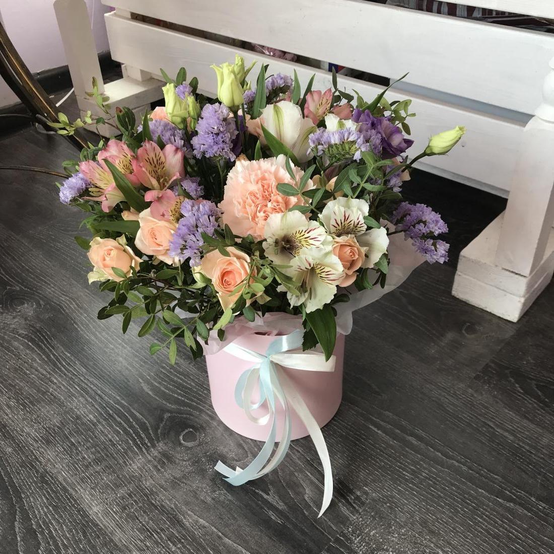 Розы, хризантемы от 2,80 руб/шт, букеты, коробочки с макарунами, корзинки, конверты, ящики от 12 руб.