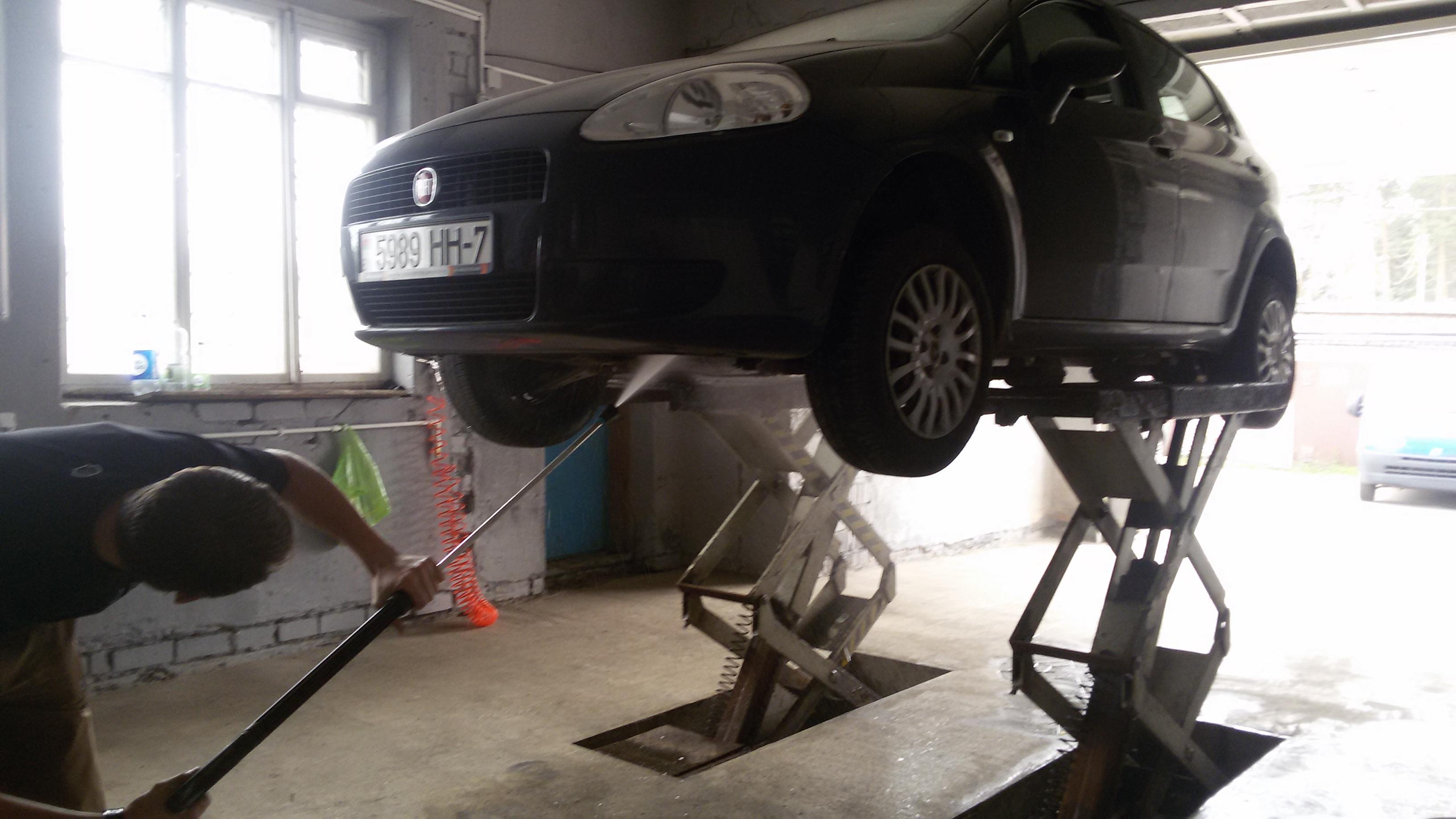 Ручная мойка авто, полировка передних фар, тефлоновое покрытие, антидождь от 7,50 руб.
