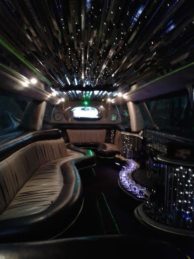 Прокат лимузина для вечеринок + вход в клуб со скидкой до 60%!