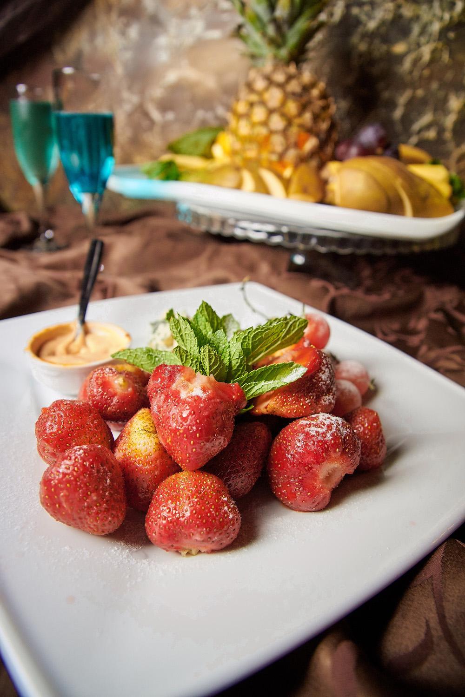 "Блюда на компанию, романтический ужин в кафе ""Sobranie"" от 6,50 руб."