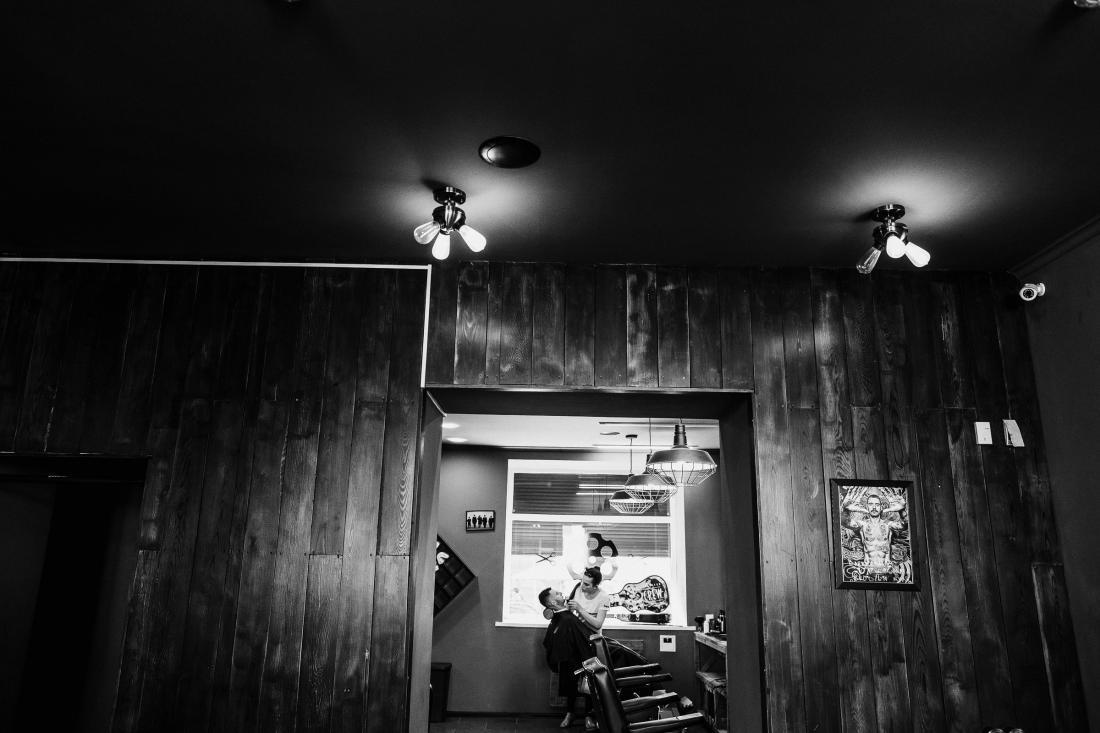 """Мужская, детская стрижка, коррекция усов и бороды, стильная укладка в барбершопе """"GUN Barbershop"""" от 3 руб."""