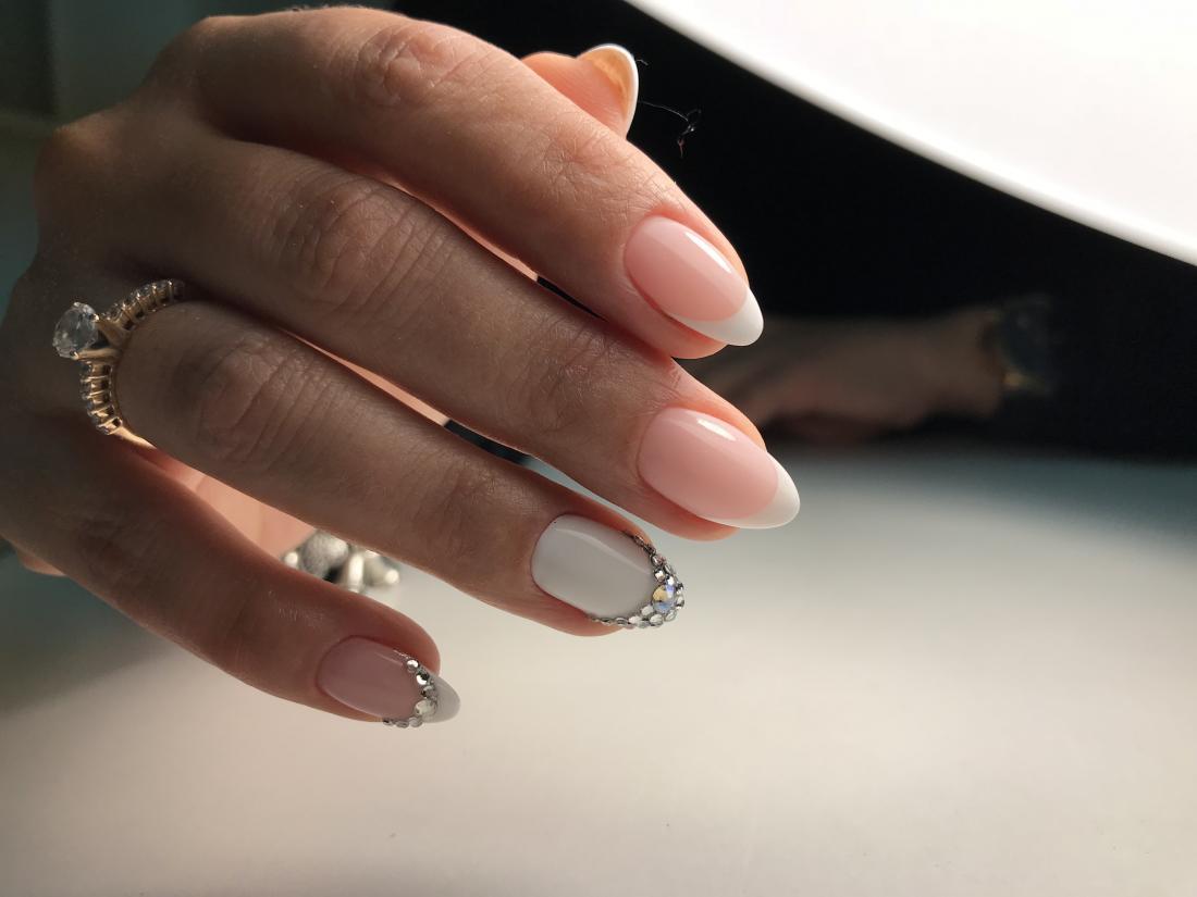 Комплексы по аппаратному/комбинированному маникюру или педикюру от 13 руб.