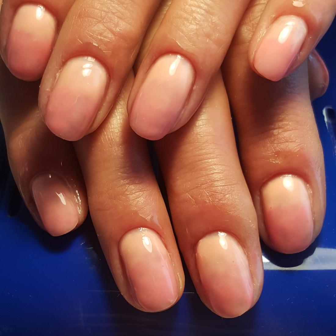 Маникюр/педикюр + долговременное покрытие, наращивание, коррекция, покрытие ногтей лаком от 4 руб.