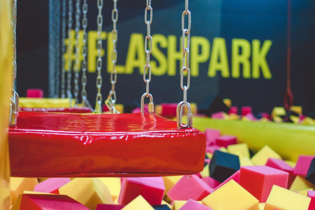 """Прыжки на батуте, индивидуальные тренировки от 5 руб. в батутном центре """"Flash Park"""""""