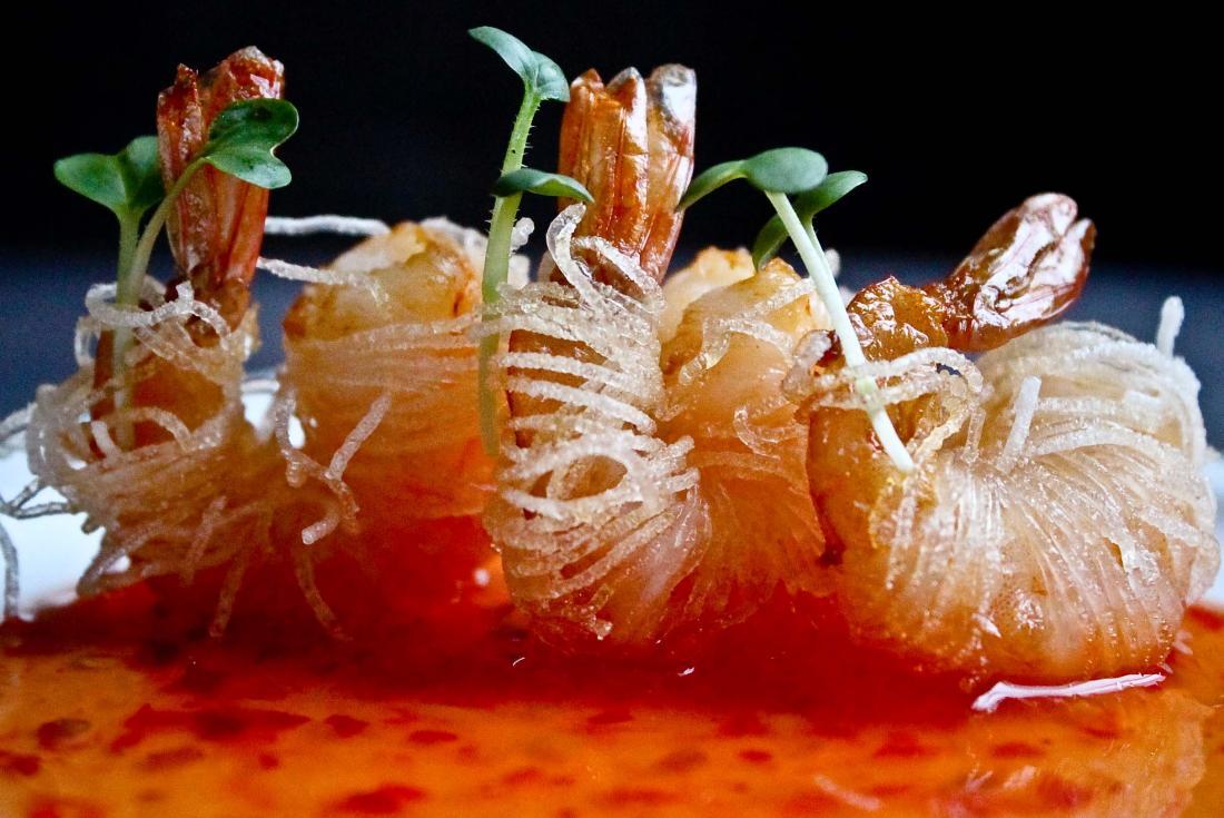"""Вход в караоке-клуб """"Метелица"""" за 7,50 руб. + суши-сеты от 22,50 руб/800 г, салат с тигровыми креветками за 11,50 руб."""