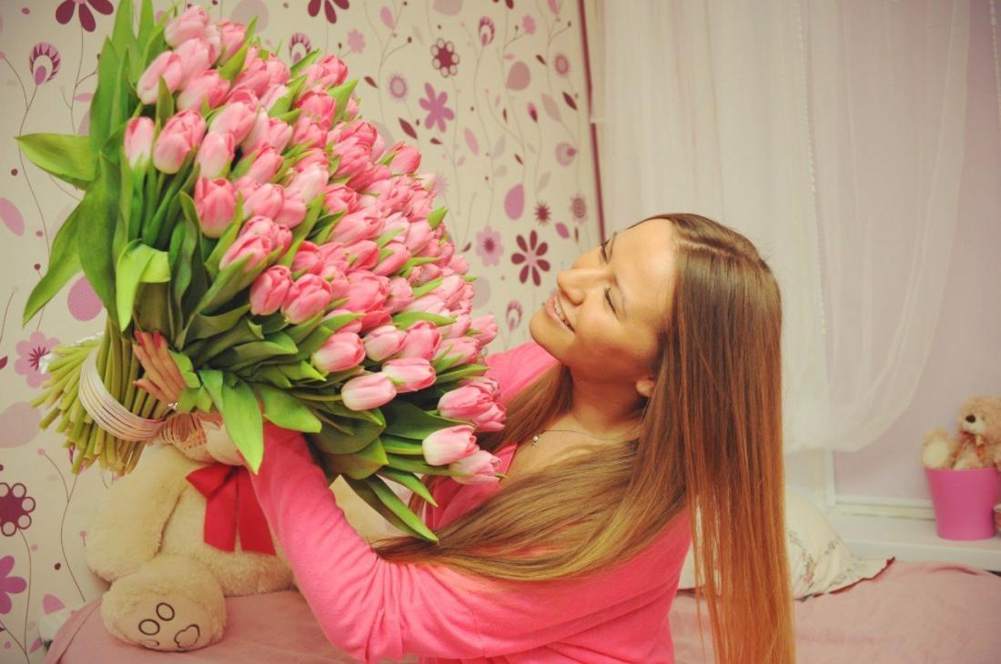 Свежие тюльпаны и мимоза к 8 марта от 1,20 руб/шт. + бесплатная упаковка!