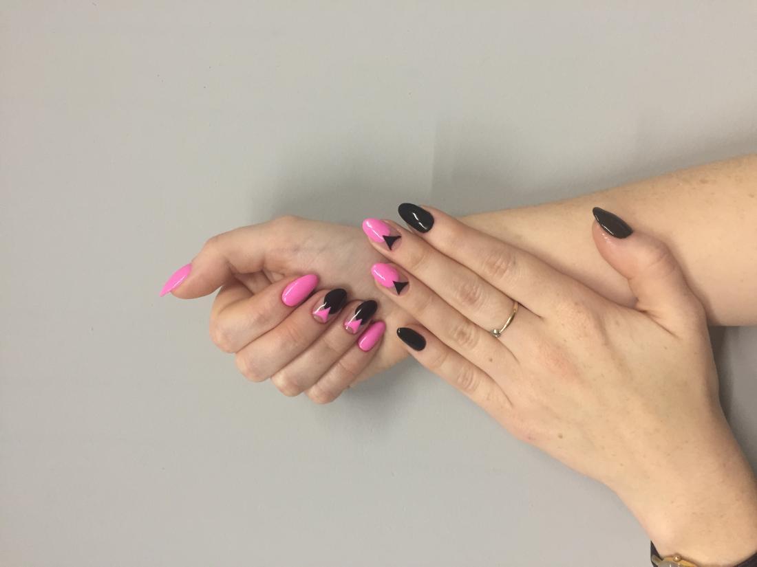 Педикюр + обычное или долговременное покрытие, наращивание ногтей от 11 руб.