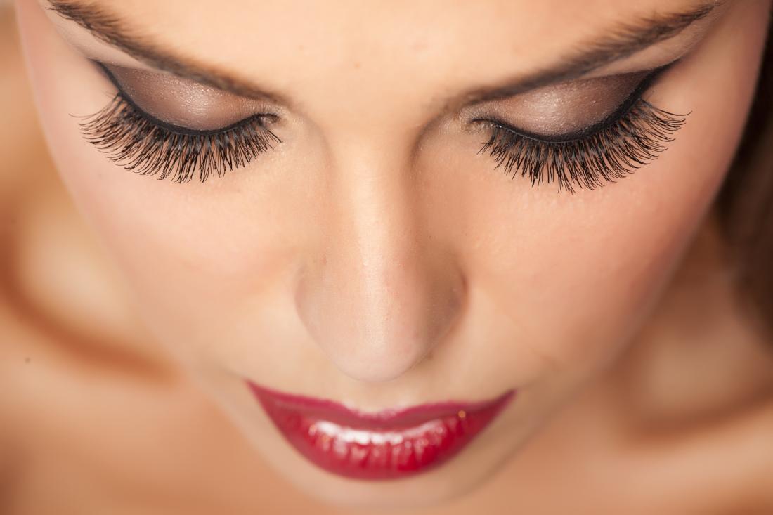 Курсы по наращиванию ресниц, оформлению и моделированию бровей, макияжу для себя от 90 руб.