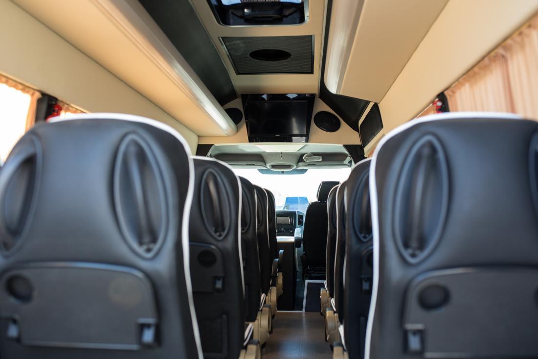 Билеты до/из Варшавы за 30 руб, трансфер в аэропорт Модлин и Шопен на микроавтобусе за 48,75 руб.