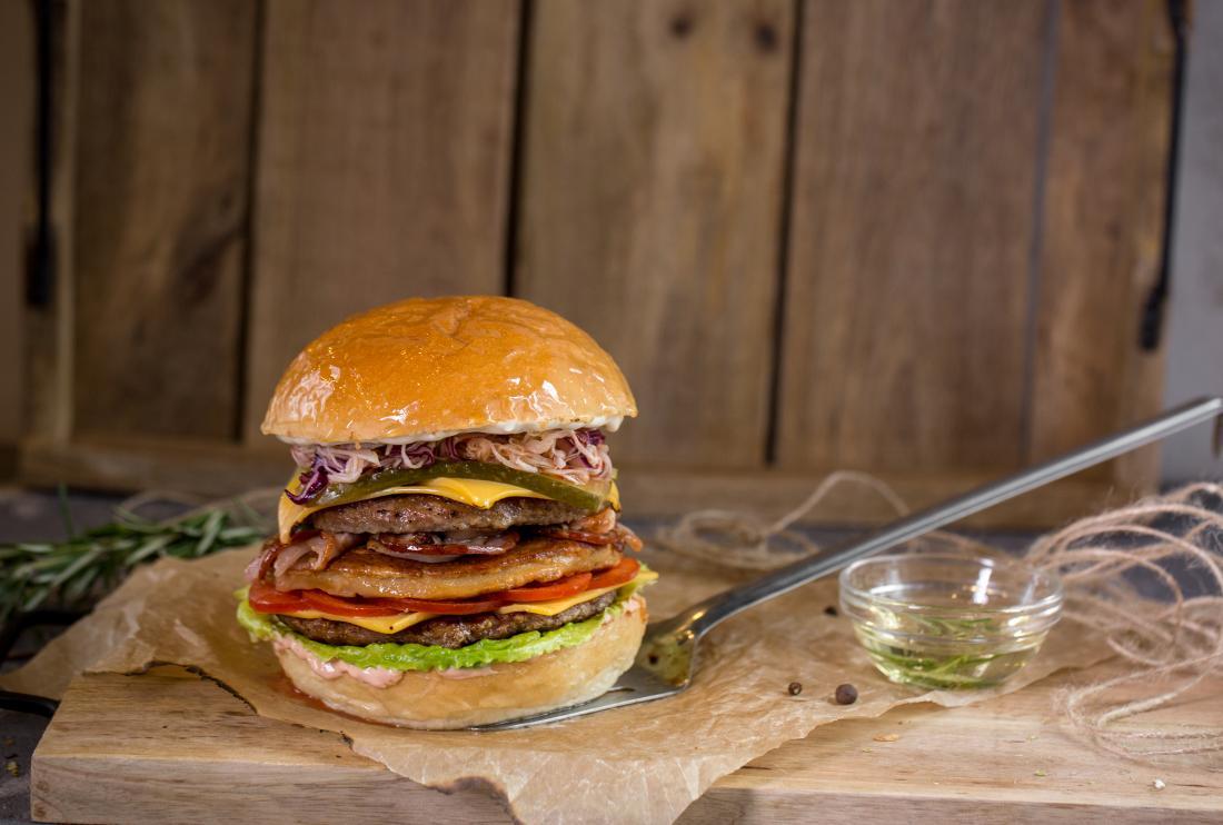 """Бургеры и сэндвичи всего от 4 руб. в баре """"Патриот"""""""