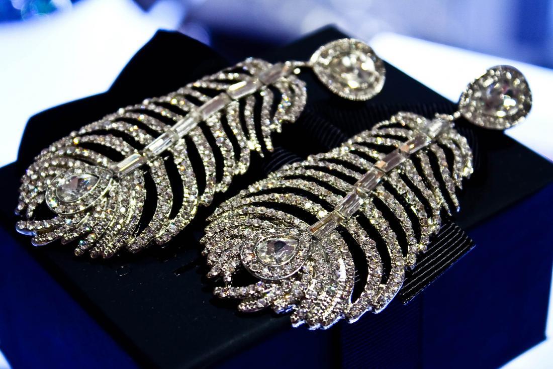 "Скидка до -40% на всю бижутерия с кристаллами ""Swarovski"" в ""Jewellery Room"""