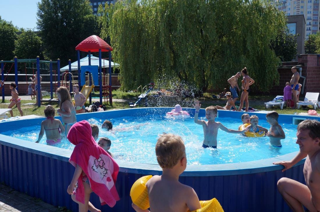"""Открытый/закрытый бассейн, пакет """"Семейный безлимит"""" от 3,25 руб. во Дворце Водного Спорта"""