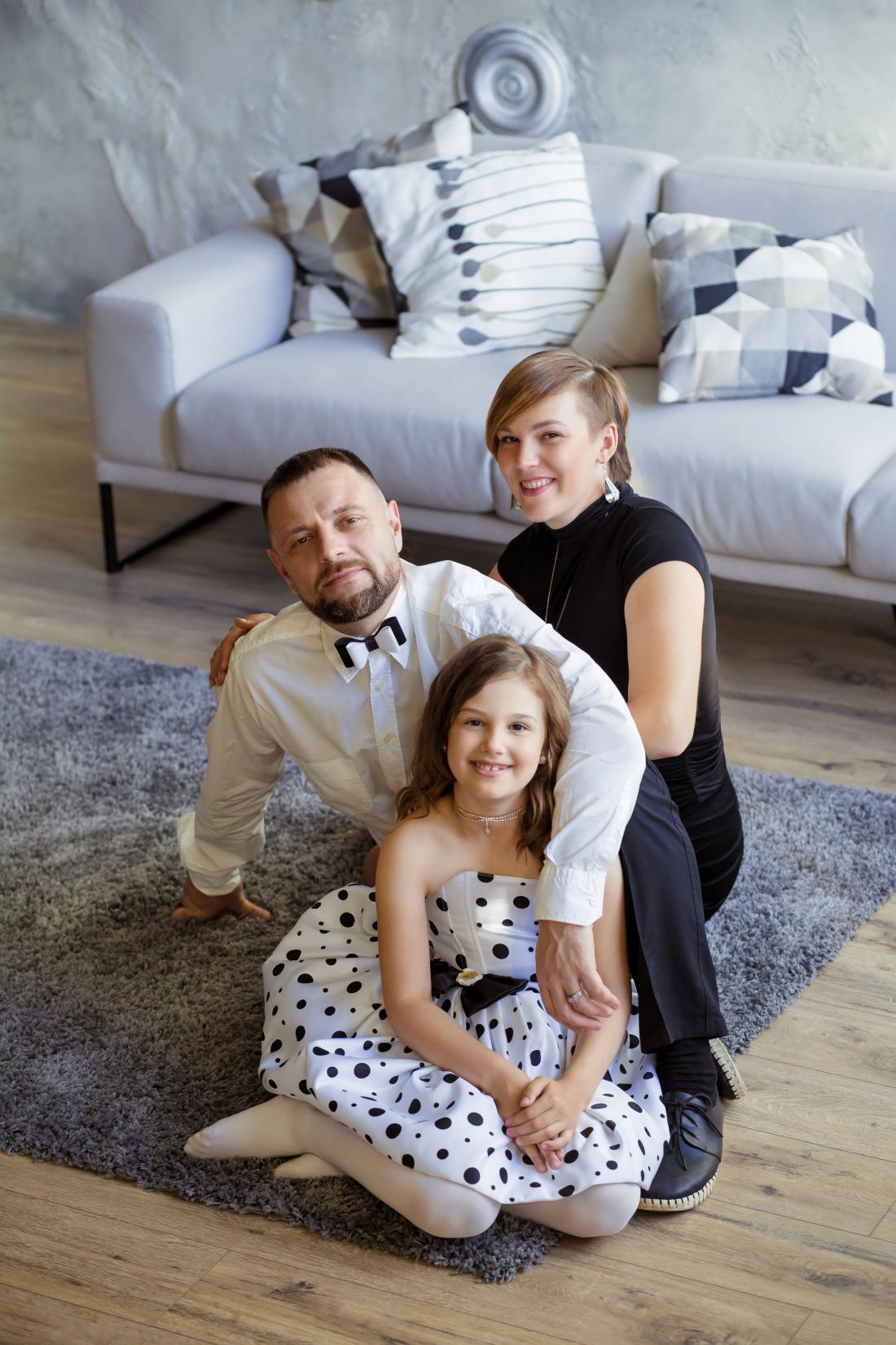 """Фотосессии: индивидуальная, семейная, детская, """"В ожидании ребенка"""" и """"Love story"""" в студии за 80 руб/час"""