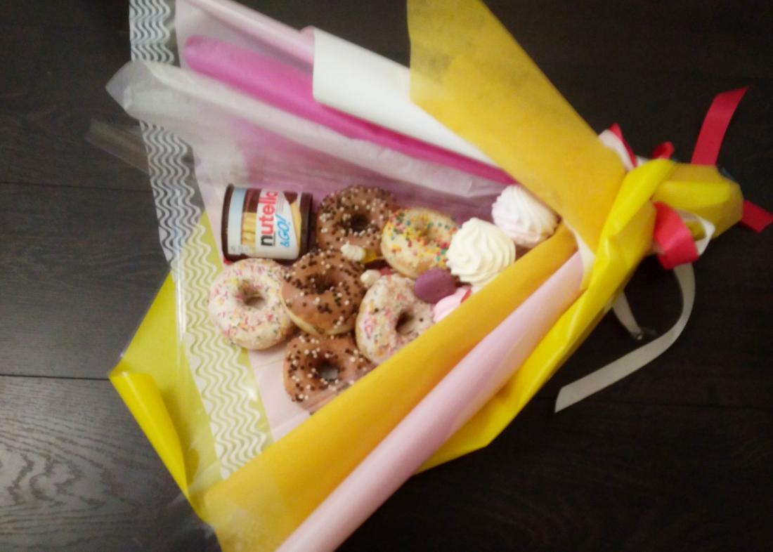 Фруктовые, цветочные, вкусные букеты, корзины, мужские букеты, подарочные коробочки от 8 руб.