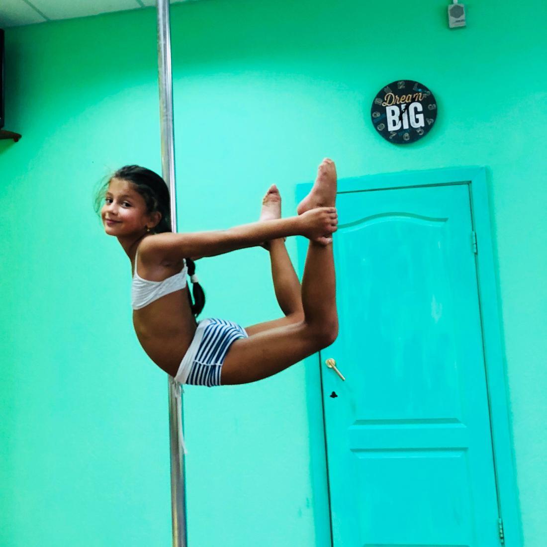 """Пробное занятие (0 руб), абонементы на """"Joy Fitness"""", """"Pole Kids"""" для детей, """"Pole dance"""", стретчинг от 5,54 руб/занятие"""