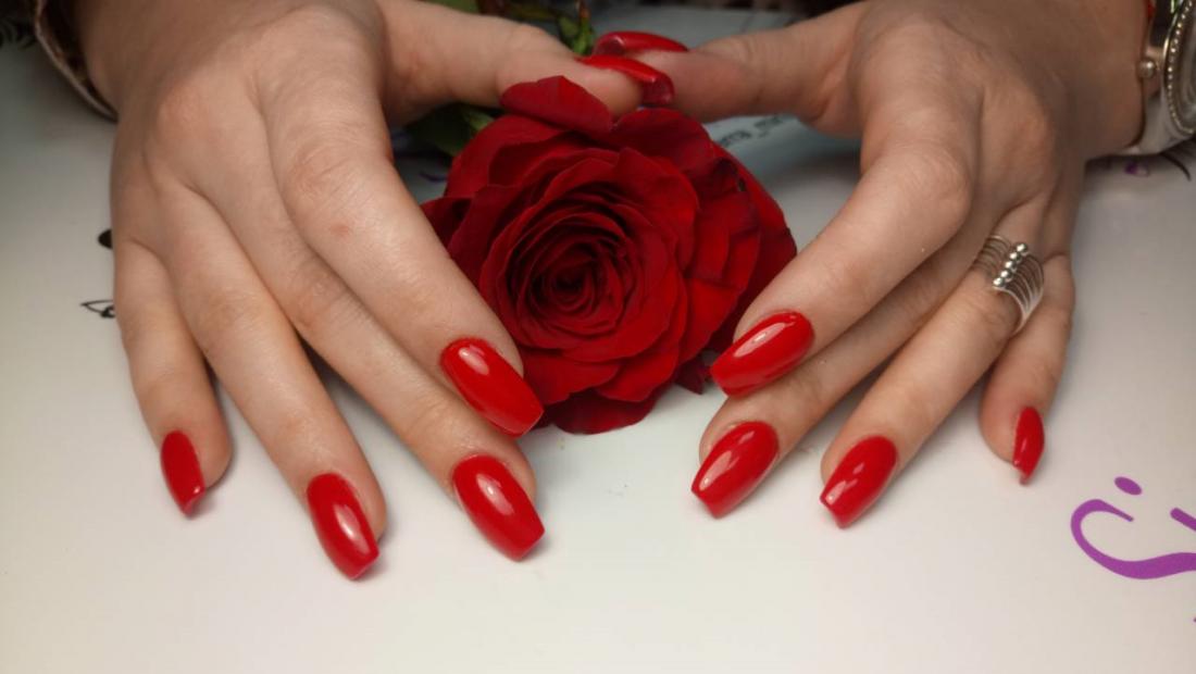 Маникюр/педикюр + обычное/долговременное покрытие, наращивание ногтей от 10 руб. в салоне Bon Ami