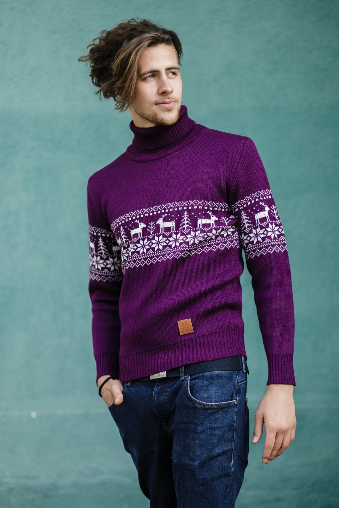 Женские и мужские новогодние свитера от 89 руб.