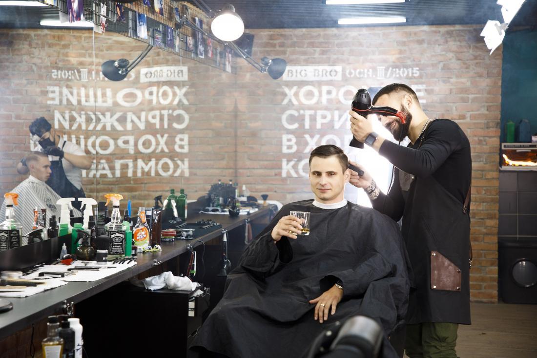 """Мужская, детская стрижка, бритье, оформление бороды/усов, вечерний стайлинг от 5 руб. в барбершопе """"Big Bro"""""""