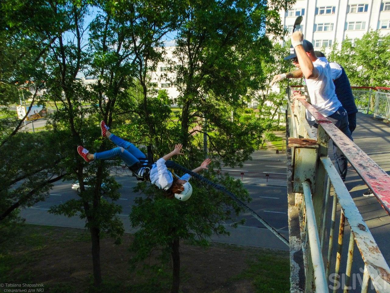 Две секунды, полет нормальный. Slivki прыгают с моста