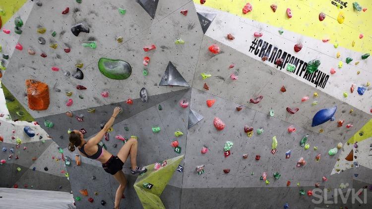 Как покорить вершину на скалодроме за полцены?