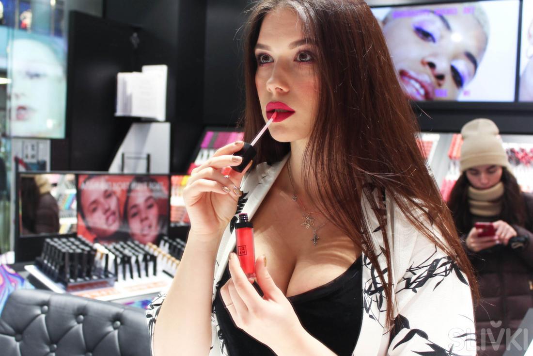 Осторожно, горячо: репортаж из магазинов нижнего белья и косметики