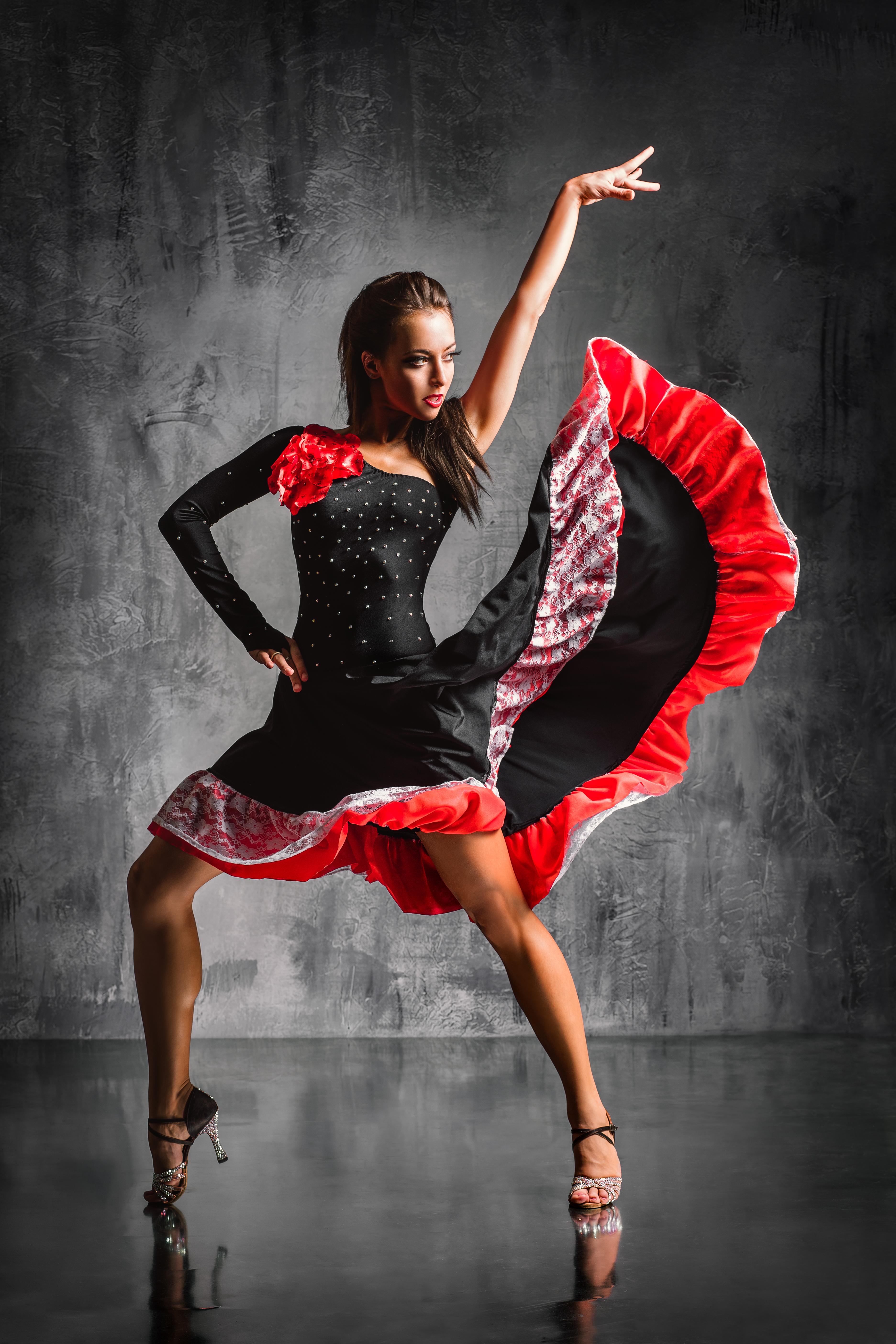 Хастл, зук, аргентинское танго, латина-соло, женская пластика за 4,75 руб./занятие