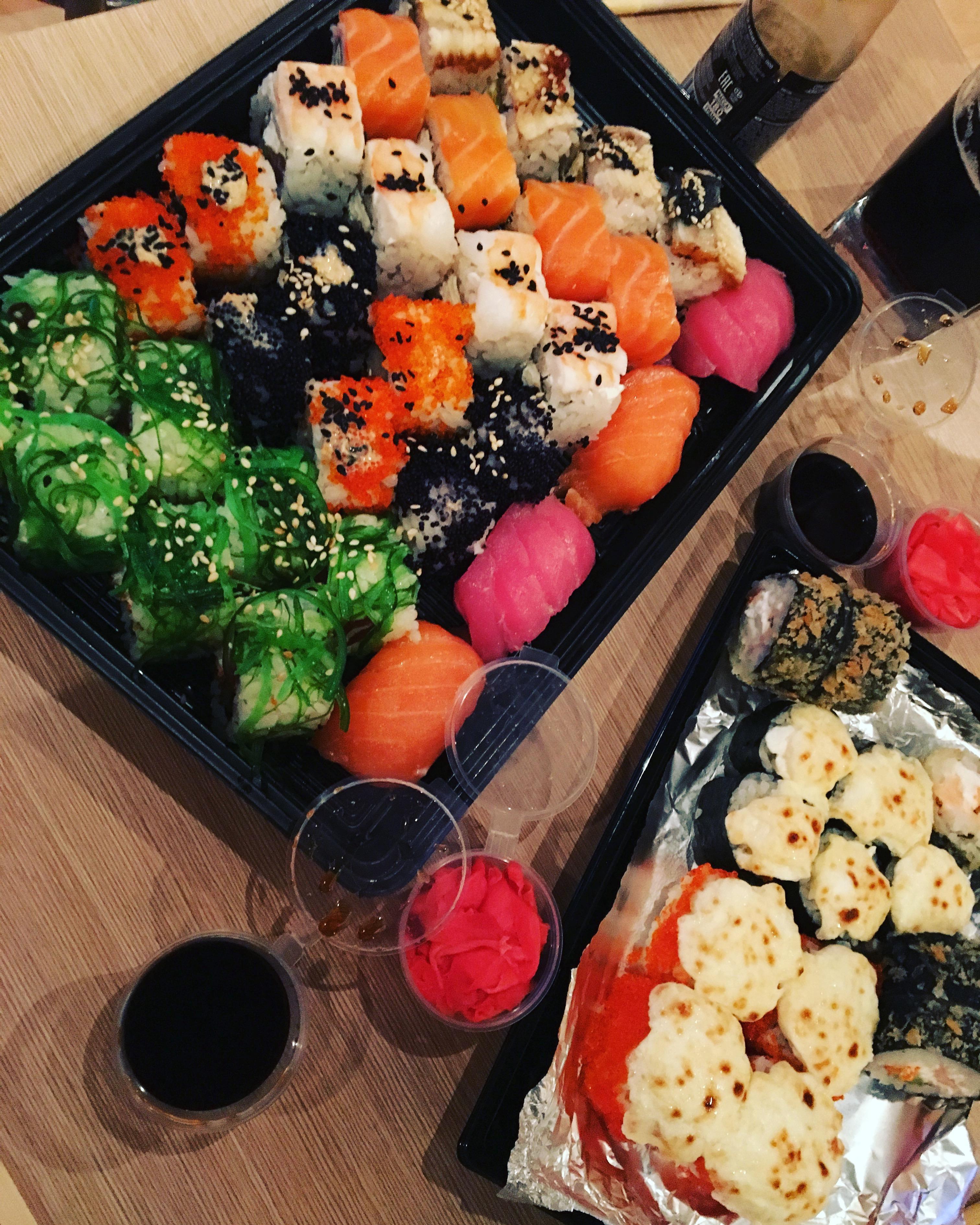 менее фото кухни суши на вынос добротный, желтую краску