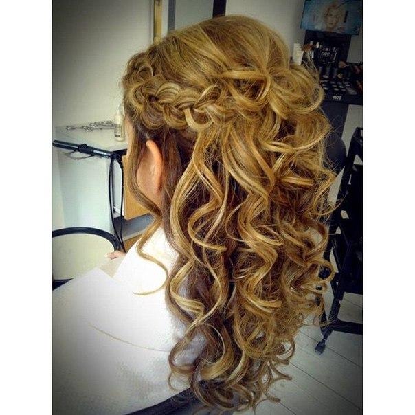 Фото причесок с красивыми локонами и косами