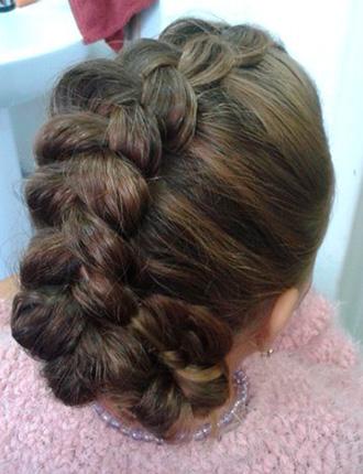 Профессиональный макияж от 13,50 руб., вечерние прически для удлиненных и длинных волос от 25 руб.